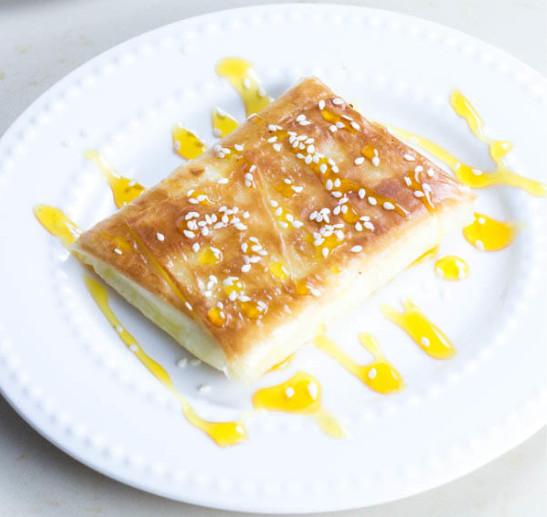 Сирене със сусам и мед